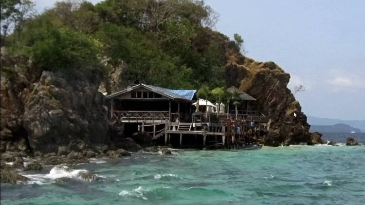 View from the boat of the beach huts on Koh Khai Nai Island