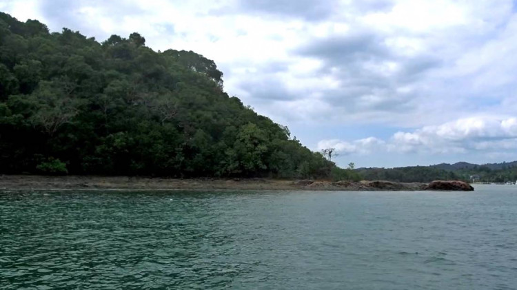 Sea view of one of Koh Raet Island Beach